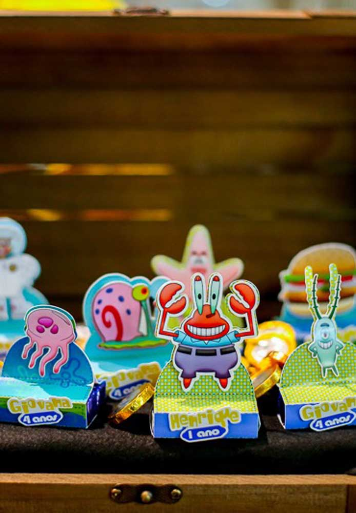 Party favors with the children's names. Also note that several cartoon characters were used