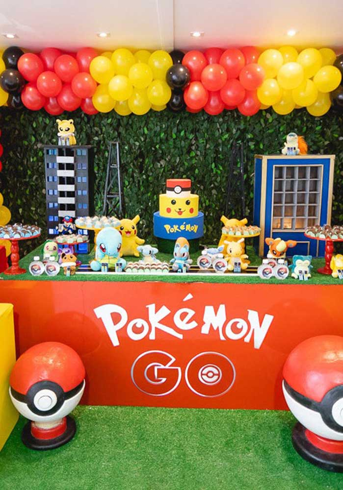 The pokemon decoration should be colorful taking into account the main colors of the theme.