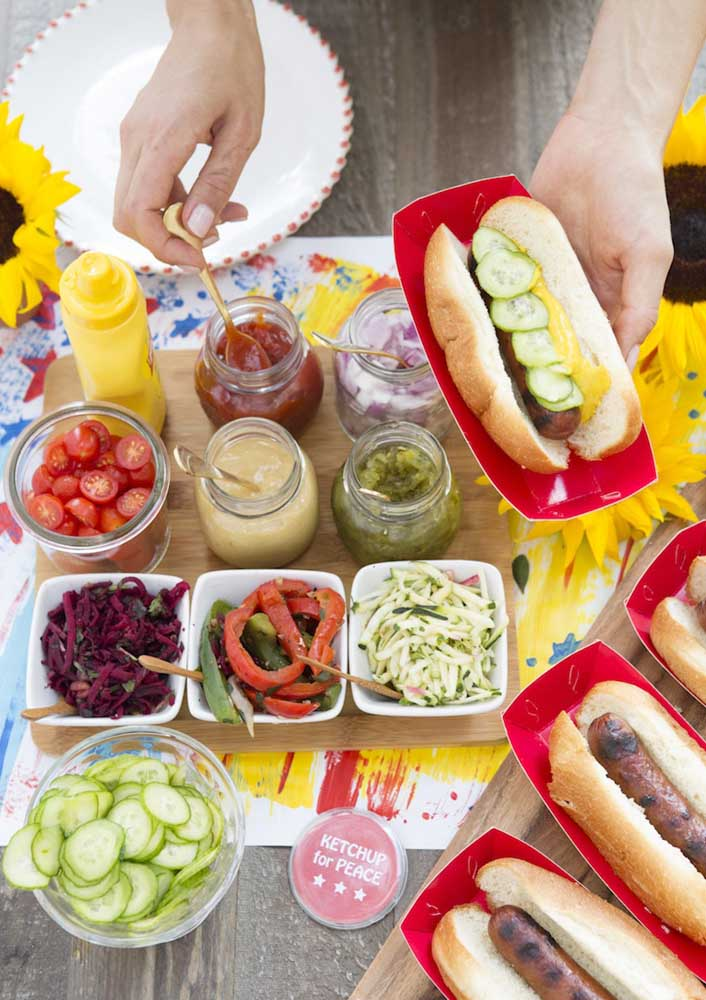 Look at this perfect hot dog buffet for your evening with friends.