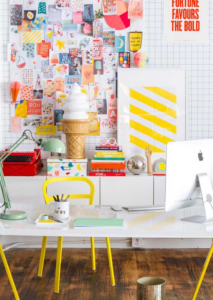 Do you want a playful and colorful inspiration to set up your office? Look at this idea here!