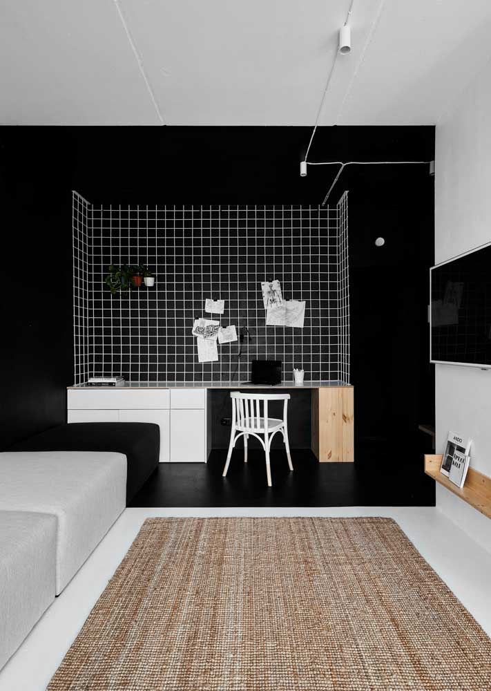 The black paint sectorized the space destined for the office inside the living room