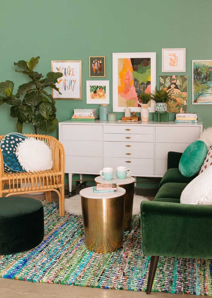 Here, the green room bet on different tones, ranging from the warmest to the most closed. Textures also draw attention