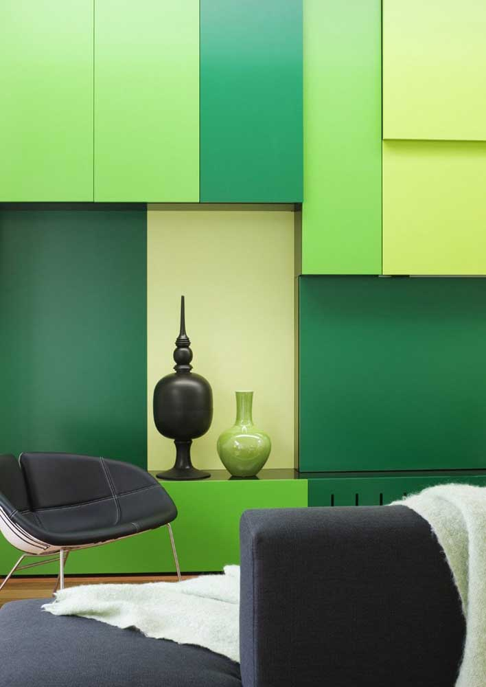 Tone on tone: in this room the different shades of green bring modernity and simplicity to the decor