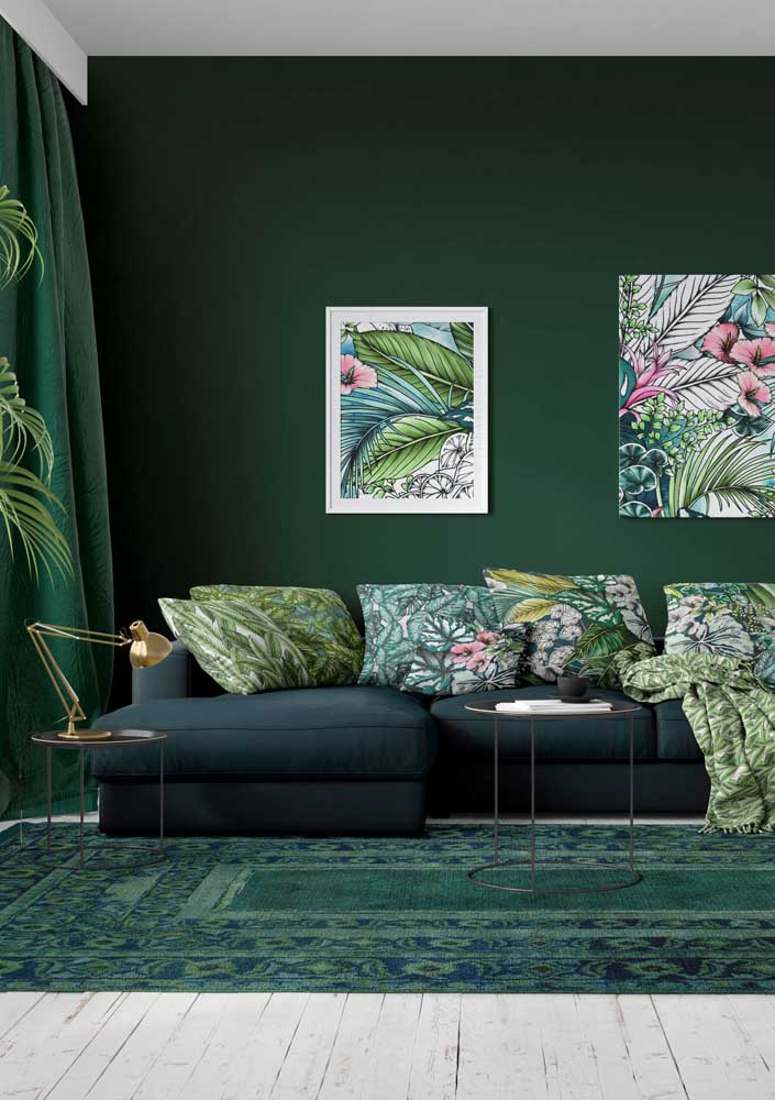 A green room to keep in your heart! Notice the overlapping tones and the presence of small pink dots