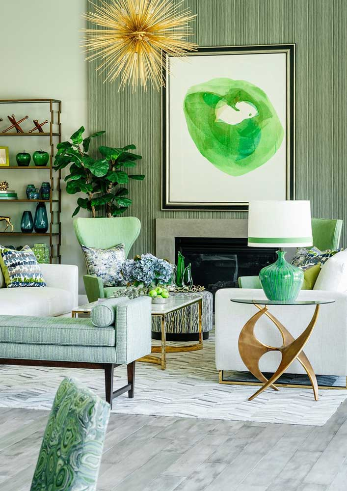 Green everywhere. The different shades harmonize very well with the neutral base tone of the decoration