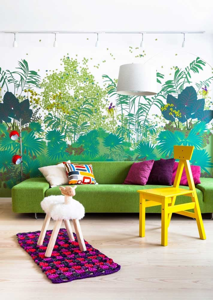 In this other room, green accompanied by yellow and pink brings fun and relaxation