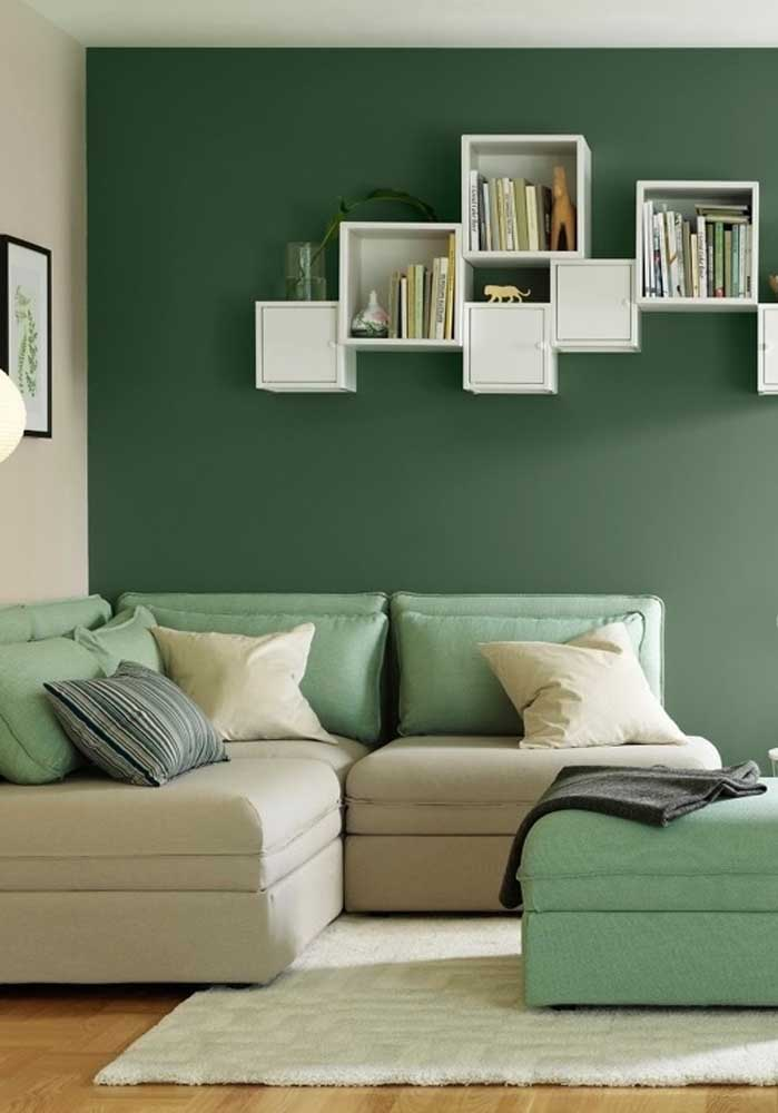 Green and beige room. A great combination for those who are afraid to bet on bolder tones