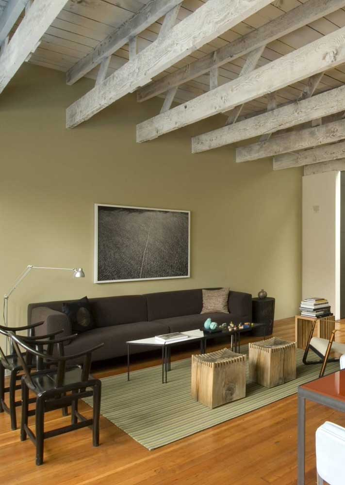 This other green room gained a touch of rusticity with the apparent rustic wood