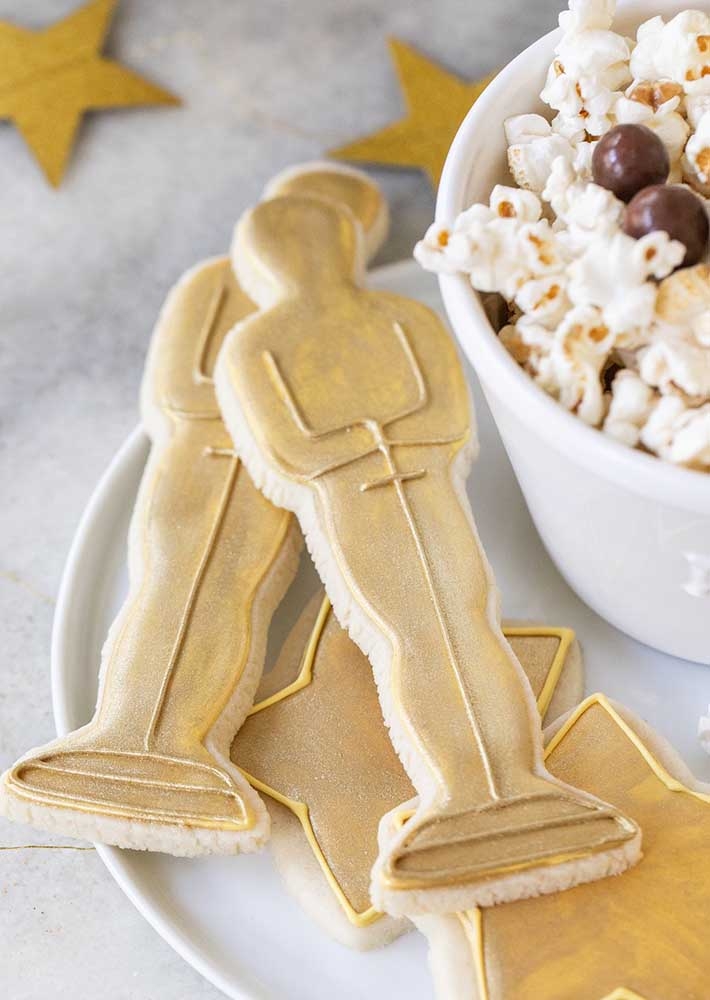 Oscar figurine shaped cookies! Is it or is it just a treat?