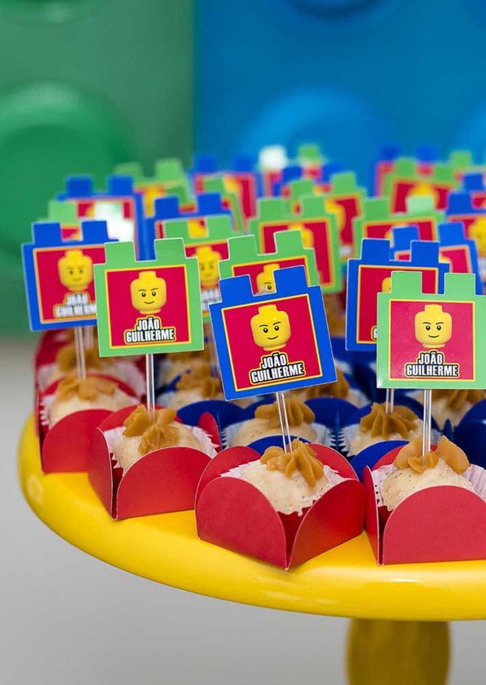 Each sweetie got a minifigure tag with the name of the birthday boy