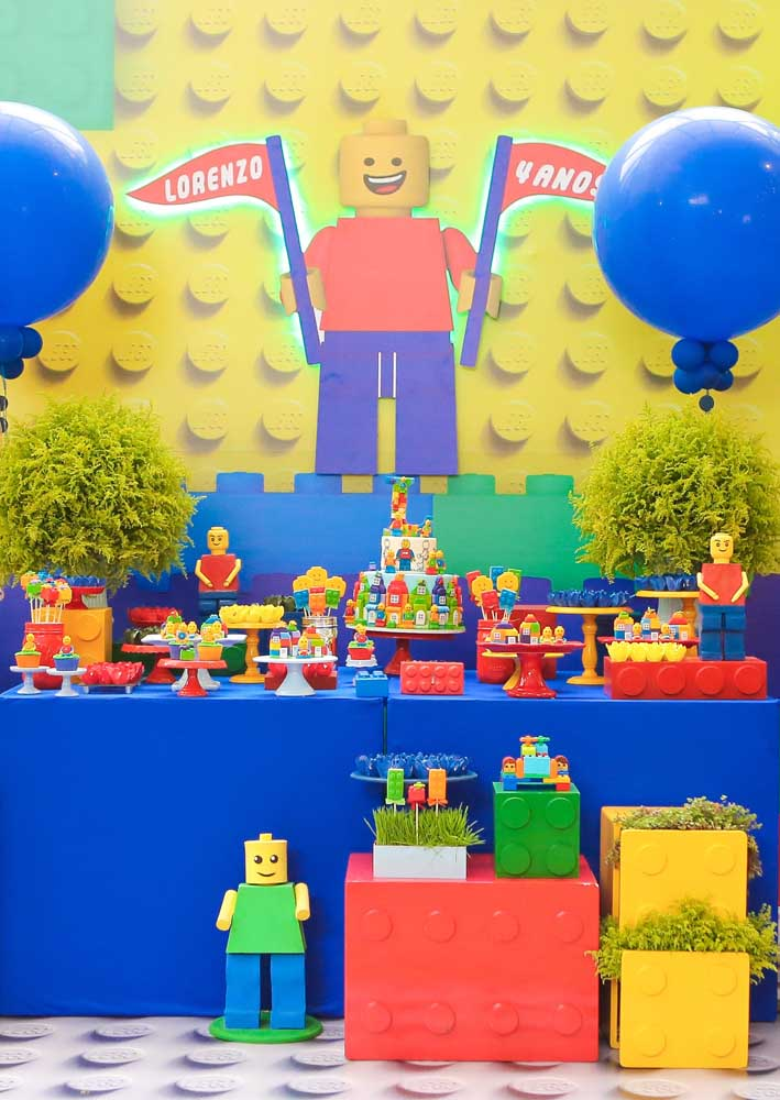 Lots of color and joy to decorate the Lego Party cake table