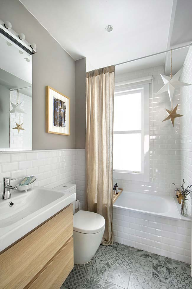 Who said that a small bathroom can't have a bathtub?
