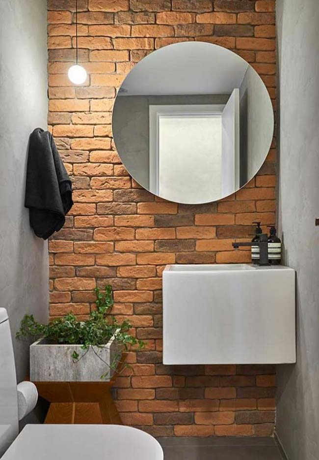 Rustic decorated small bathroom