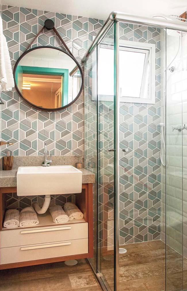 Sliding shower doors optimize the space of the small decorated bathroom