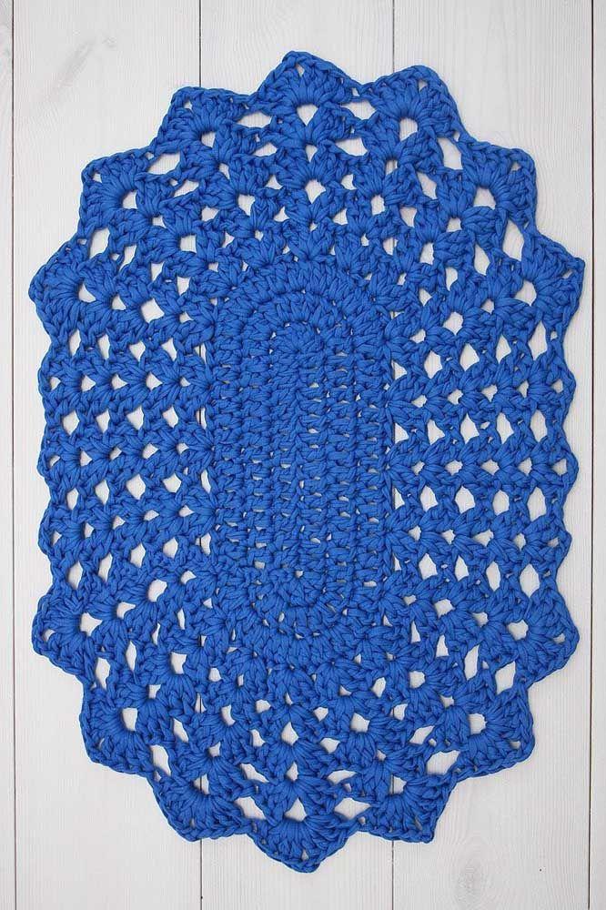 Para quem gosta dos modelos tradicionais de tapete de crochê, esse aqui é uma inspiração