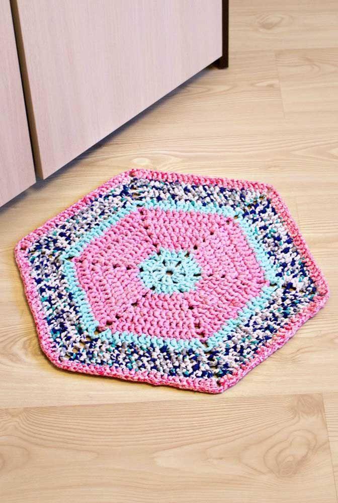 Um hexágono de crochê colorido para decorar a casa com estilo e conforto