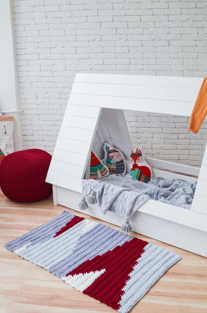 Tapete simples de crochê em perfeita harmonia com o restante da decoração infantil