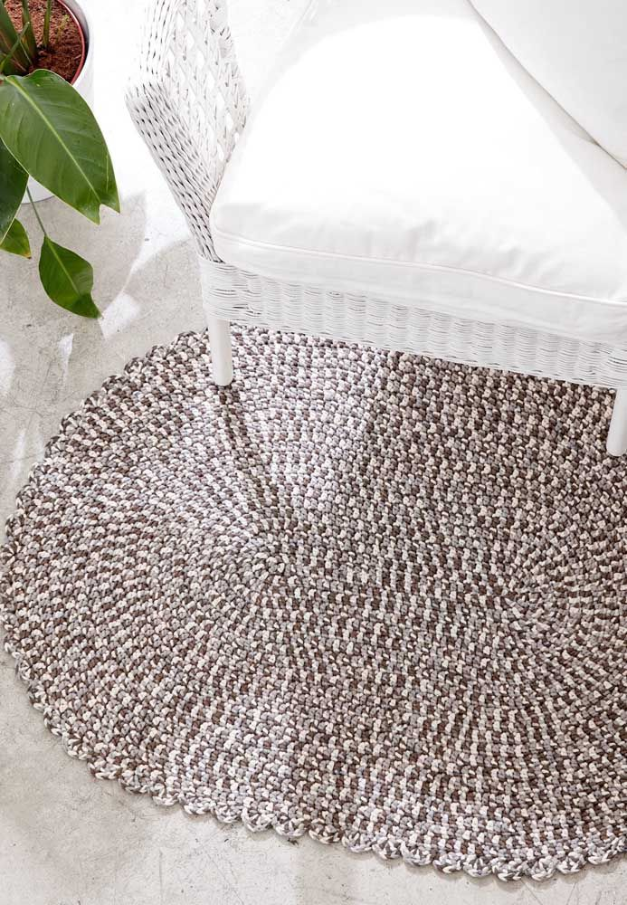 Tapete de crochê simples mesclado em tons de marrom, um luxo!