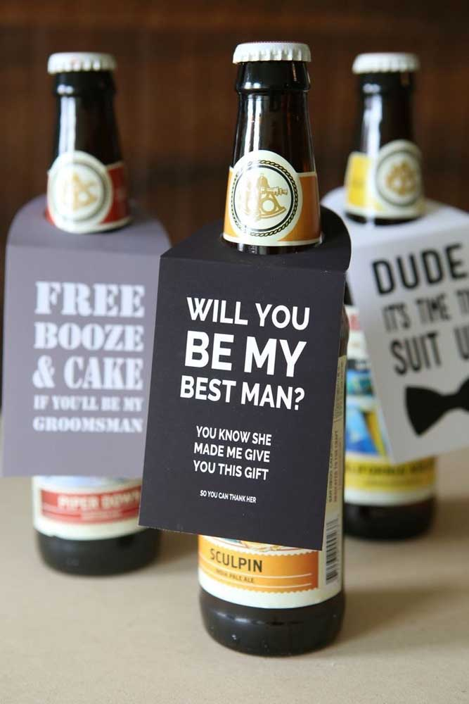 """In this other idea, the invitation comes """"attached"""" with the beer bottle"""