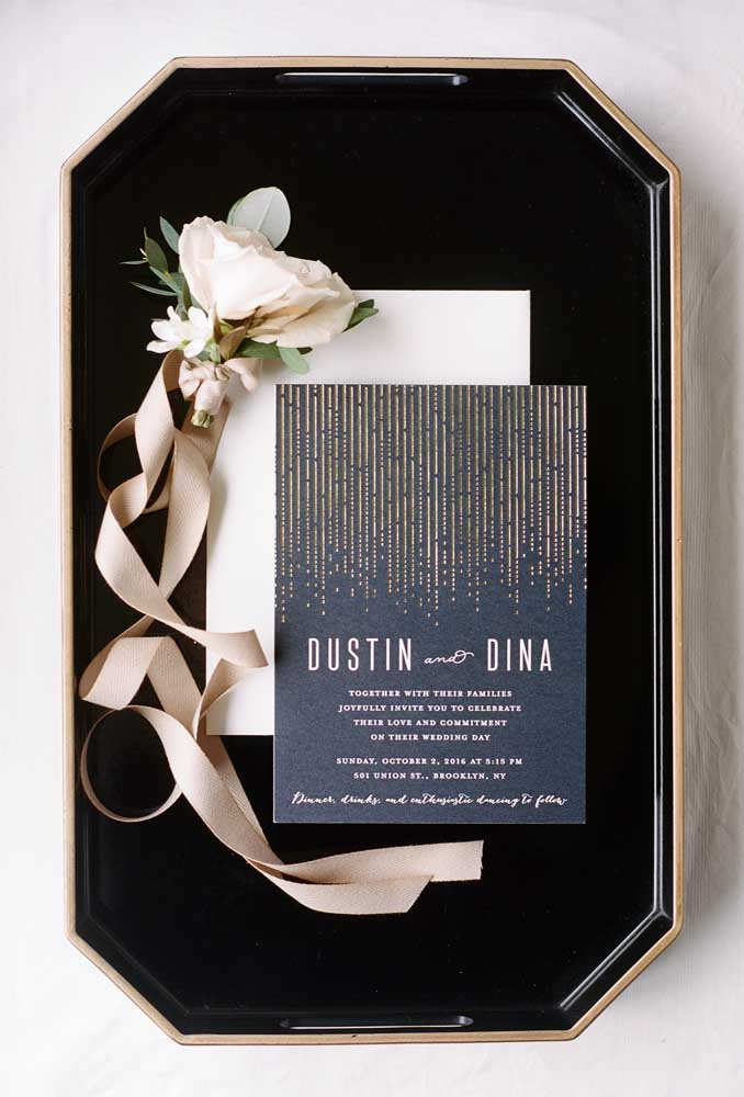 Flowers to make the invitation of the groomsmen more sophisticated