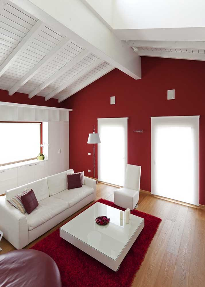 Red and white room: perfect combination for those who don't want to go wrong