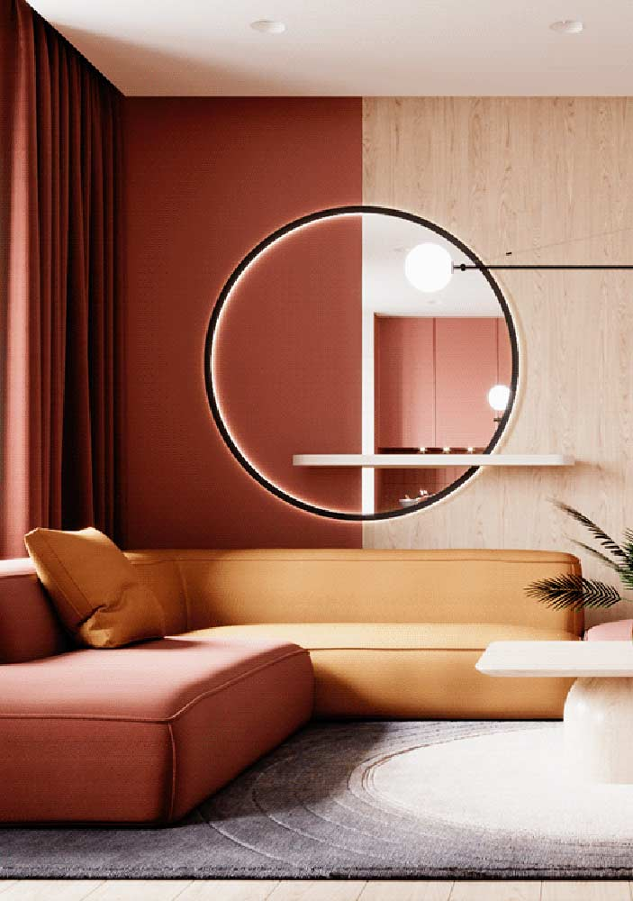 Red room combined with wood and yellow tones. Maximum comfort and responsiveness