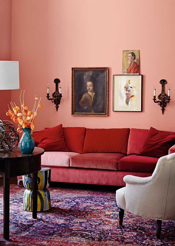 Living room with red and velvet sofa. Want more? So paint the wall pink!