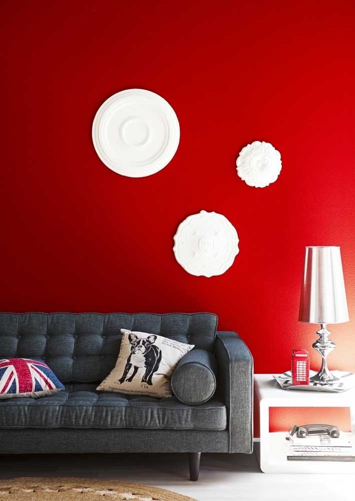 A scarlet red wall is no small feat! She speaks for all the decoration