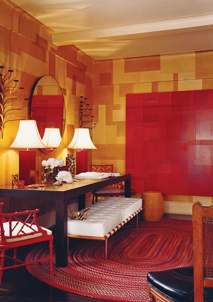 Red, combined with yellow, makes the room cozy, warm and intimate