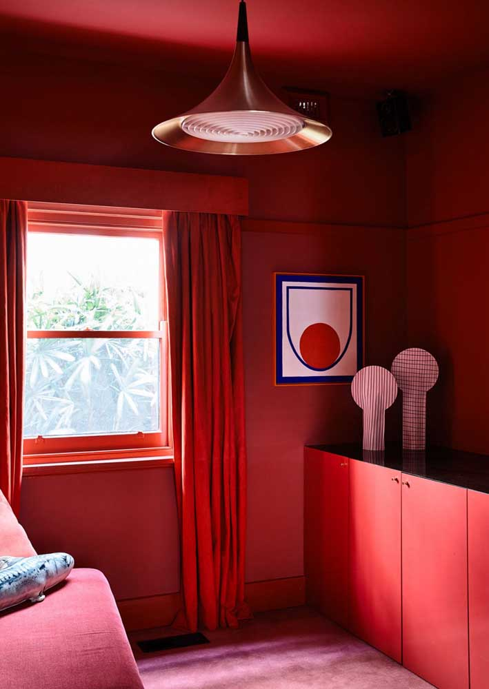 Red room from floor to ceiling!