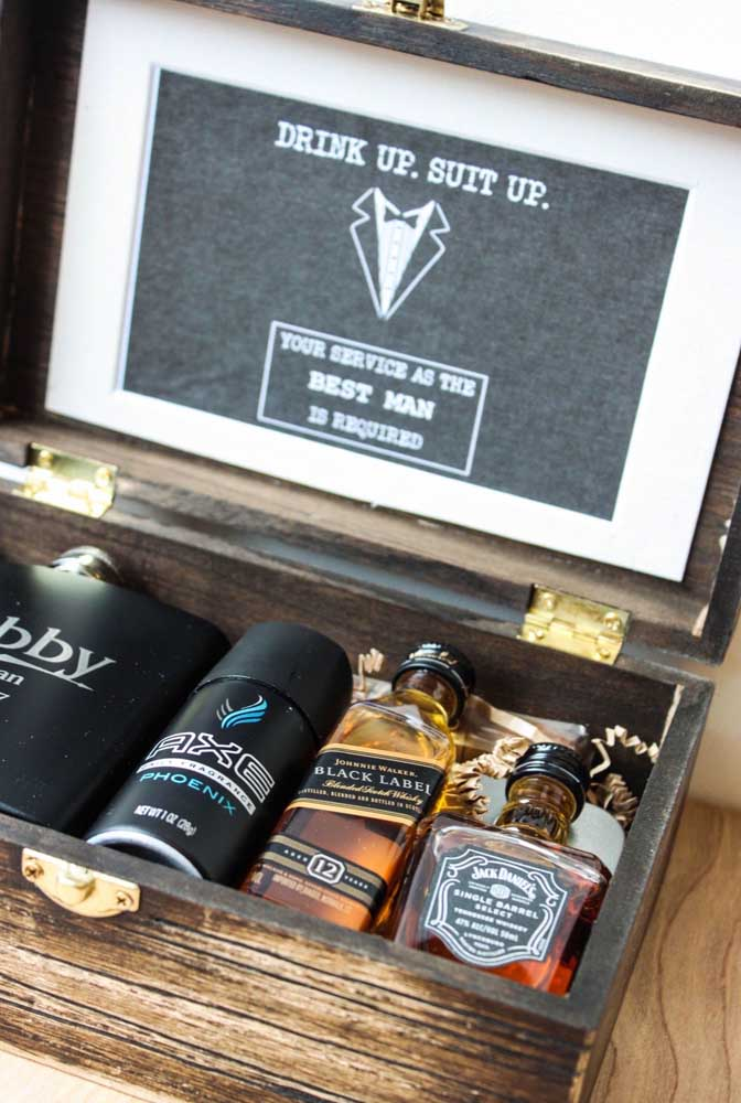 Invitation for groomsmen. The idea here is to offer a rustic wooden box with drinks and personal hygiene items