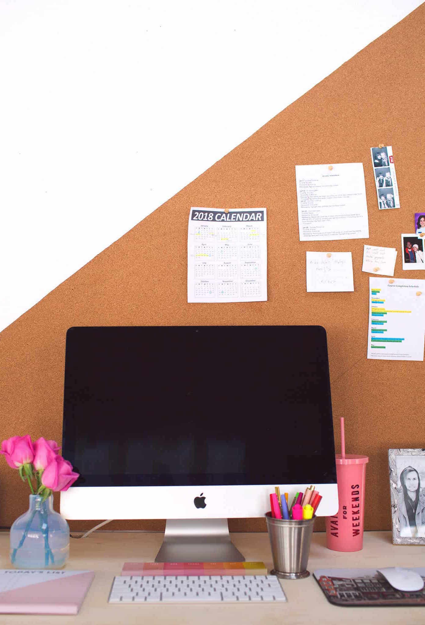 Cork decorates the wall of the home office and also helps organize day-to-day tasks