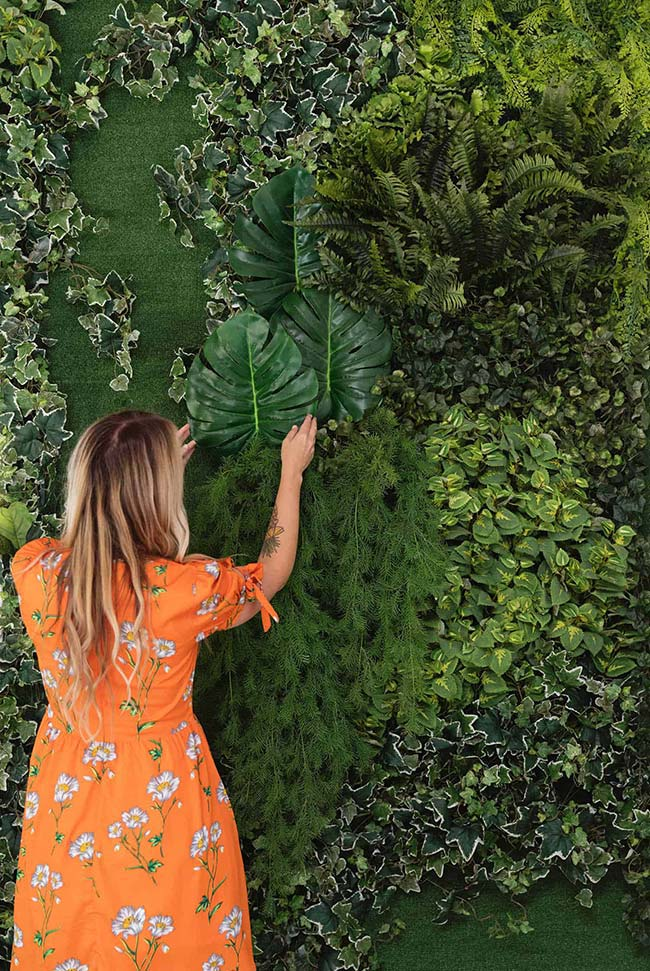 Living wall with leaves of different species