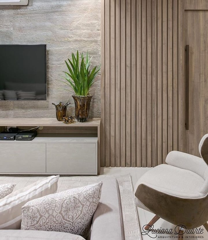 Neutral tones and stone cladding on the wall