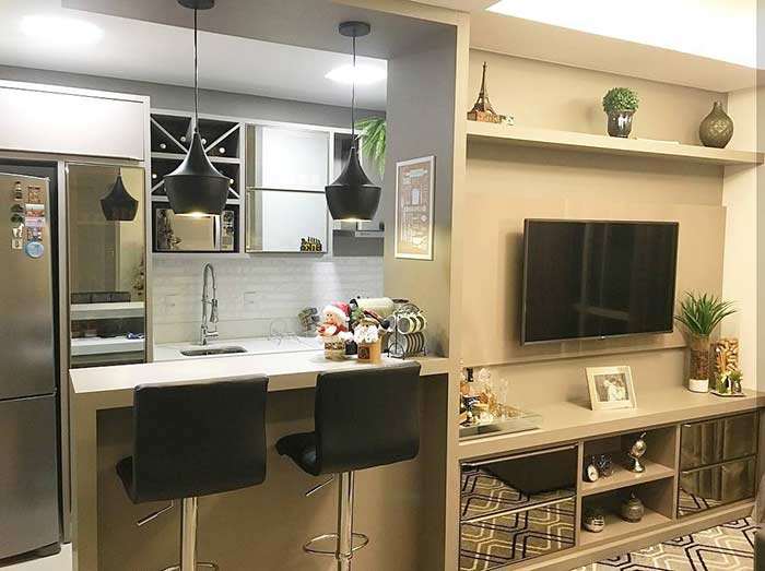 Small decorated room integrated into the kitchen