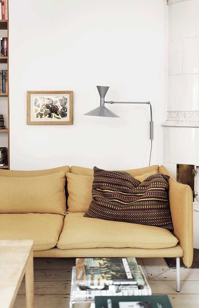 Combining shades of brown with the color ivory is sure to be a passionate decoration