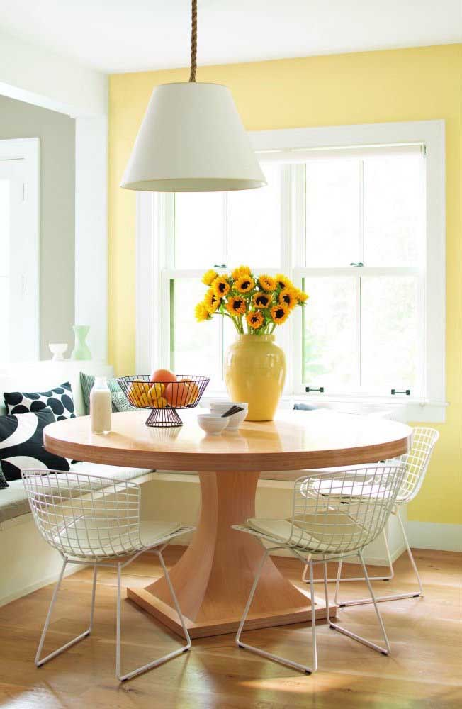 For a warmer environment, combine the color ivory with shades of yellow