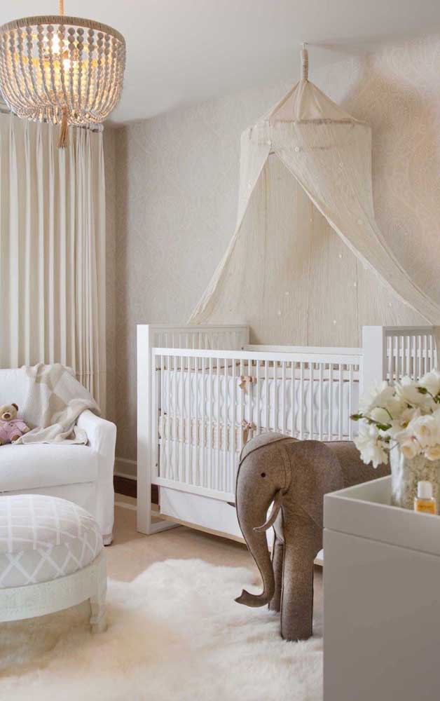 For a delicate and cozy baby room, use ivory