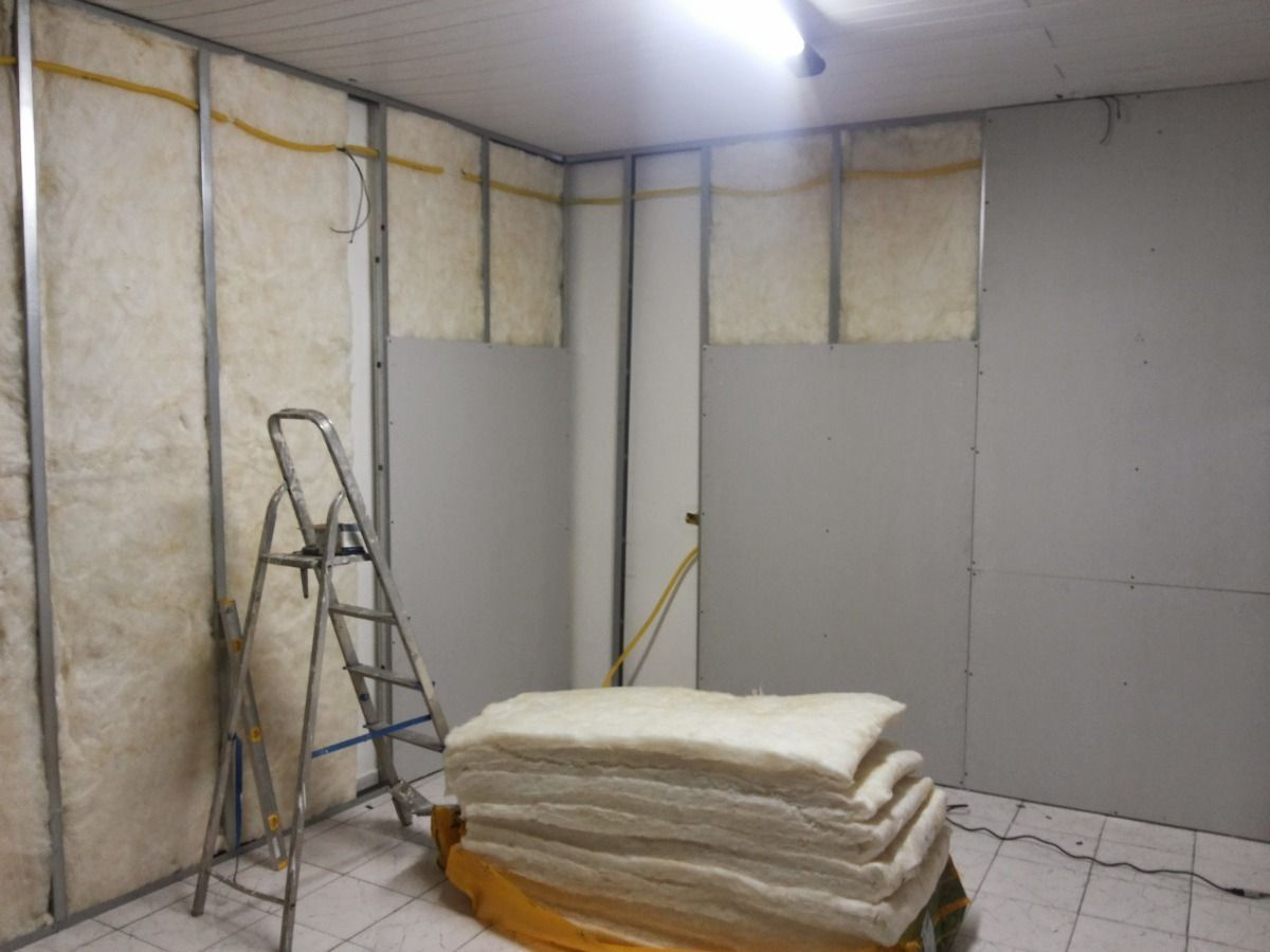 Insulation installation for plaster wall