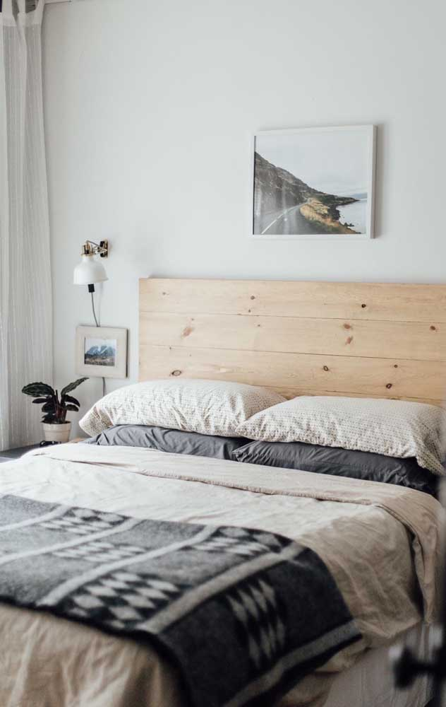 Small double bedroom with rustic decor and pallet headboard