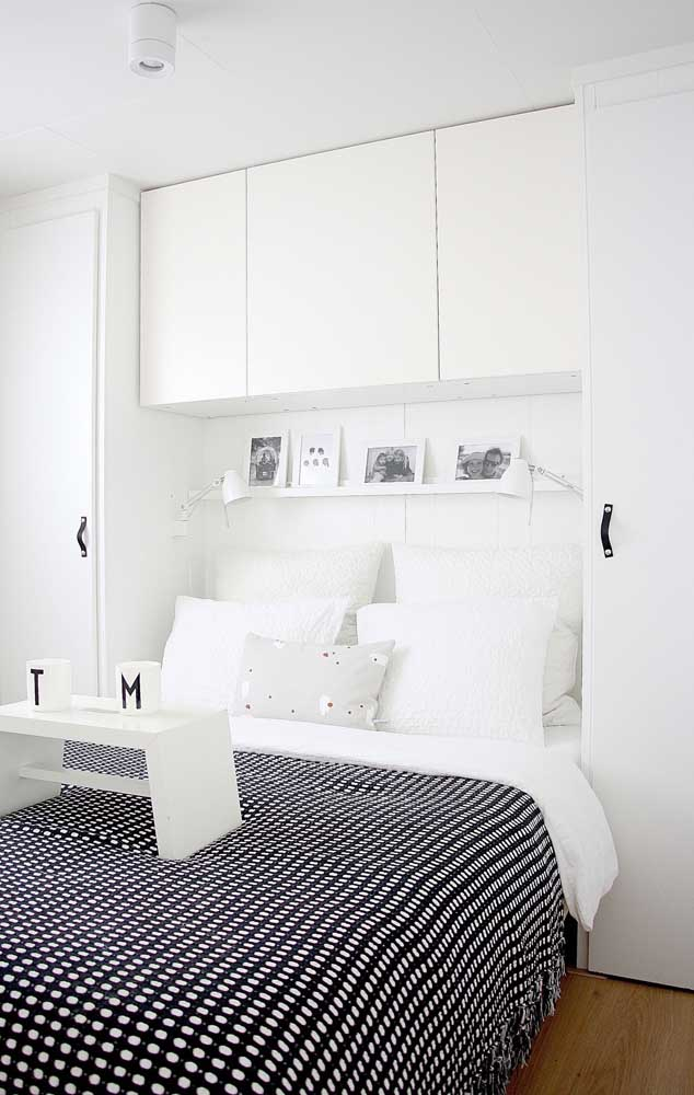 The classic black and white duo is a great choice for small rooms