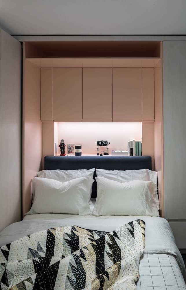 Pink, white and black: a modern palette for the small double bedroom
