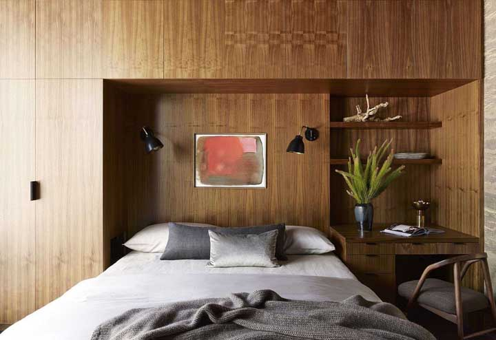 Nothing like wooden furniture to welcome moments of rest in the bedroom