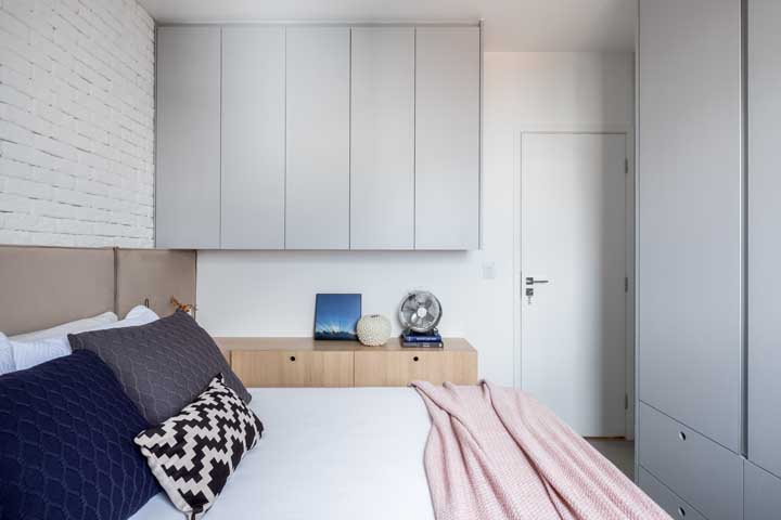 White brick wall to give a delicate rusticity to the small double bedroom