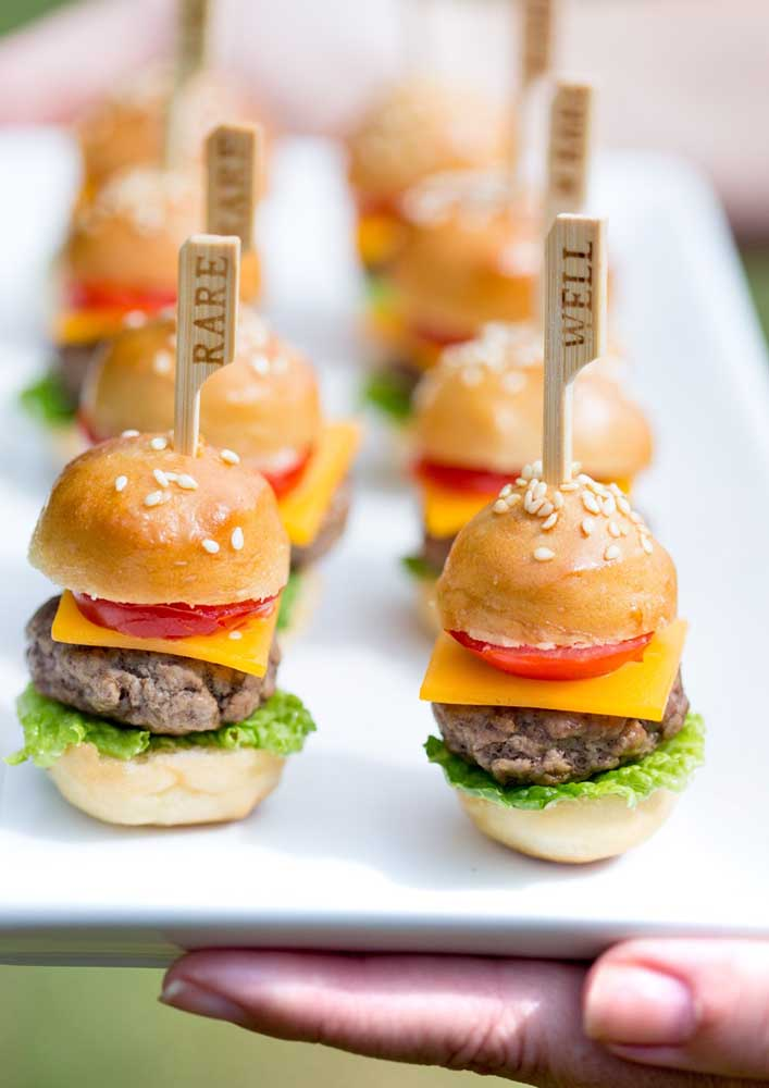 Mini burgers to serve as a starter