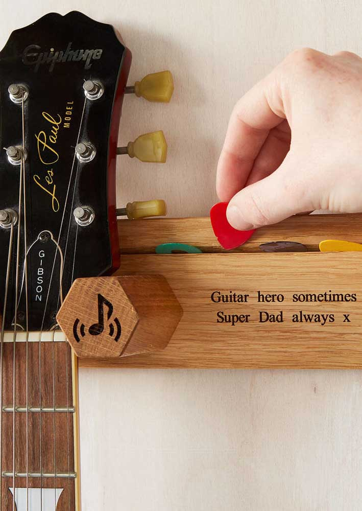 Is your father a fan of guitar? So take the time to give him personalized instrument support