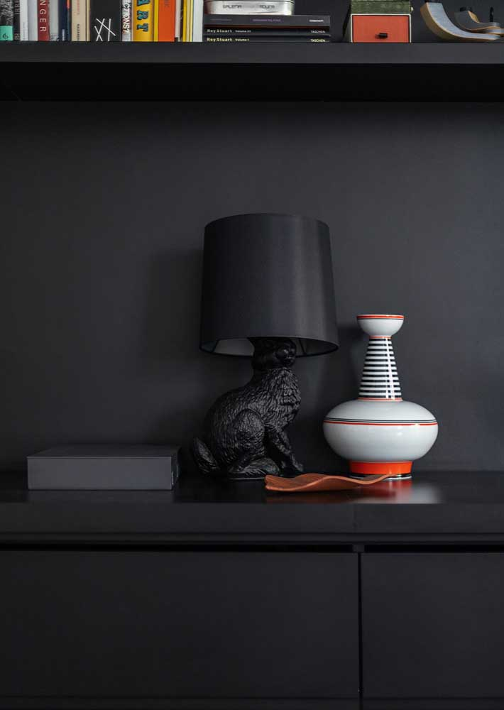 And in detail, a fun lamp camouflaged in the same color as the wall