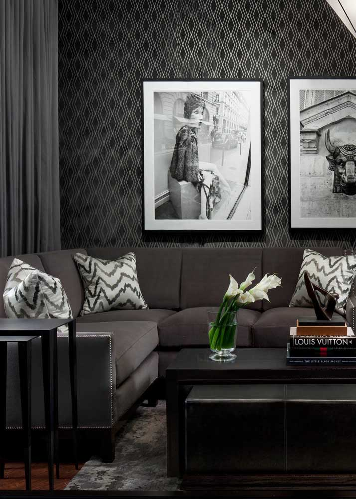 Black and white frames to complete the decoration proposal