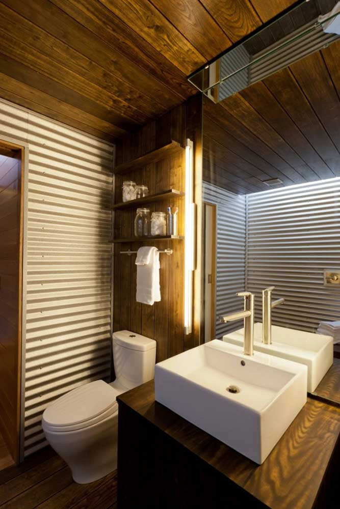Note this combination there: sandwich tile with wood. Use this double in the lining of the bathroom walls
