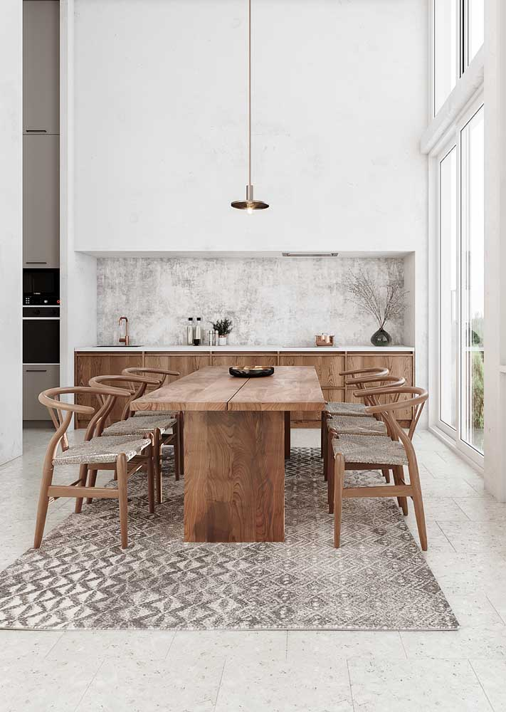 A mesa retangular é perfeita para salas grandes